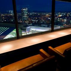 夜景の見えるカップルソファー席は特に人気なので、早めにご予約を…