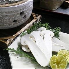 【旬の御料理】 松茸コンロ炙り焼き すだち 割出し醤油