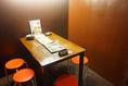 4名掛けのテーブル席と2名掛けが一組ずつございます!繋げて6名様でお使い頂くことも可能です☆周りを気にせず会話やお食事をお楽しみ頂けます♪