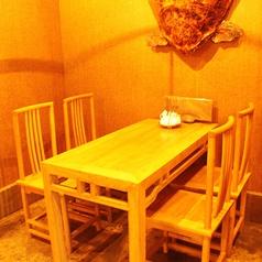 テーブル席は人数に合わせてレイアウトをお作りします