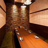 8名様ご利用できるテーブル個室です。会社のグループでの飲み会や宴会に最適です。当日の飲み放題の単品もOK 。日本酒、ビール、ハイボール、焼酎、カクテル、ノンアルカクテル、ソフトドリンクetc豊富なラインナップ。遅い時間や二件目でも使いやすさ○。