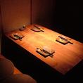 4名様◎みんなで炭火焼きを楽しめるテーブル席をご用意しております!自慢の鳥料理を心ゆくまでご堪能下さいませ♪