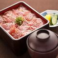 料理メニュー写真まぐろの鉄火重〈味噌汁付〉