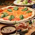 30年以上の経験を持つイタリア人シェフが、本格イタリアンスパニッシュをご提供!本場のメニューを取り入れながら、少しずつ和のエッセンスをプラスした、親しみやすい味わいとなっています。中でも、生地から作り、特製の窯で焼き上げたサクサク食感のミラノピッツァがおすすめ。定番のマルゲリータなど全5種が揃います。