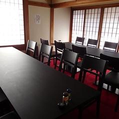 奥の個室テーブル席。各種ご宴会や、ご会食にも対応できるテーブル椅子席を新設しました。