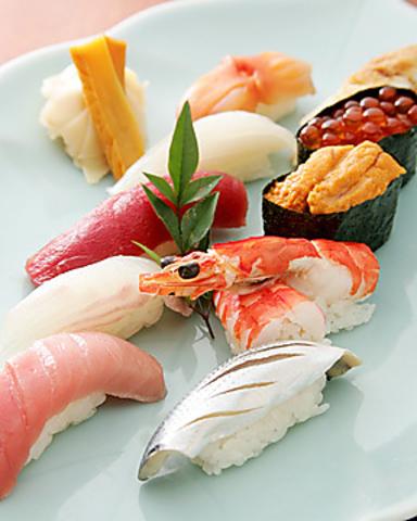 粋と技がおりなす日本の伝統。職人達の心をたくした本格江戸前の味をご賞味下さい