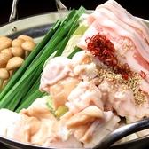 【まずは注文!】大ぶりもつと豚肉、たっぷりの野菜を楽しめる一品◎塩とんこつもつ鍋が当店自慢のスープです!