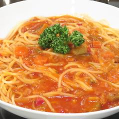 彩り野菜のトマトソースパスタ