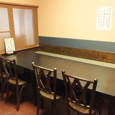 テーブル4席を合わせて8名など。ご人数に合わせて対応可能です。