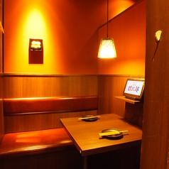 2名様用の個室席はプライベートなお食事にもピッタリ♪2人の空間をお楽しみ頂きながら、ゆっくりとお食事をお楽しみ頂けますので、是非ご利用くださいませ☆友人とお食事・カップルでデートに☆