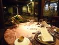 クリスマスディナーには最高にロマンティックなテーブルをご用意しています。