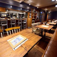 貝と白ワインのバル KAKIMARU 綾小路店の雰囲気1