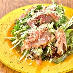 料理メニュー写真生ハムのごちそうグリーンサラダ