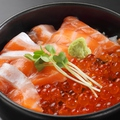 料理メニュー写真鮭といくらの親子丼/帯広豚丼