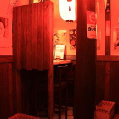 2名様のカウンター席です。カップルや、男性同士のサシ飲みにもオススメですよ♪熱いトークで盛り上ってください♪