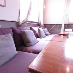 半個室テーブル席は様々なご人数に合わせた対応が可能です。ひと目を気にせず騒げるパーティーや会議等にもピッタリですよ。