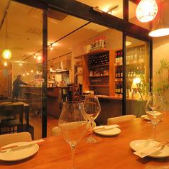 6名様用テーブル席。入口近くですが、他のテーブルと少し離れた、1テーブルだけの特等席です。