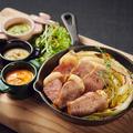 料理メニュー写真真狩産ハーブ豚のグリル~野菜ディップ添え~