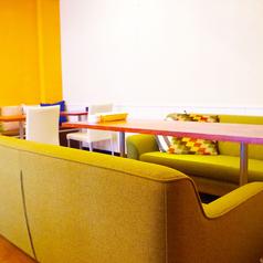 ゆったりと落ち着て過ごせる店内はデートや合コン、懇親会にぴったし! ランチもカフェも夜。 幅広い時間帯にご利用頂けます!