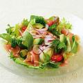料理メニュー写真アボカドと生ハムのグリーンサラダ