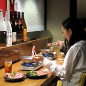 おひとり様でもうれしいカウンター席。落ち着いた雰囲気でカップルや友人にもおススメ♪カウンター利用の方は単品のしゃぶしゃぶや一品料理で気軽に利用する方が多いです。