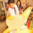 【迫力満点!出世サワー】個性派ドリンクが集まるなかでも、人気なのが「出世サワー」。1杯490円(税抜)と値段はそのままで、杯を重ねるごとに、300ml、500ml、1l、1.5lと容量がUP!5杯目はなんと驚きの2lに!お酒が好きな方は挑戦してみてください!巨大グラスを傾けながら楽しむドリンカーが当店にはたくさんいます♪