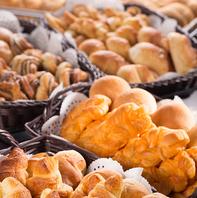 【ランチ】 専用オーブンで焼き上げた出来たてのパン♪