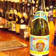 各種泡盛と伝統料理で沖縄気分を満喫