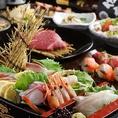 こだわり抜かれた新鮮な鮮魚を使用しております!『鮮魚の舟盛り』『天ぷら盛合わせ』『季節の逸品』等ご用意しております。飲み放題付き宴会コースは3500円~宴会・接待・仕事終わりにご利用下さい。大小様々な個室席やゆったり寛げる掘りごたつ席をご用意しております。プライベートシーンにもご利用いただけます◎