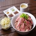 料理メニュー写真デカ盛りステーキ丼(1日5食限定)