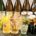 """《お得な単品飲み放題》お好みの料理を注文しながら、たくさんお酒を飲みたいお客様には単品飲み放題のご利用がおすすめです。生ビールを含む全100種以上、2時間単品飲み放題はクーポン利用で""""1,500円""""で提供。創作料理と相性抜群の日本酒・焼酎も飲み放題で楽しめます。"""