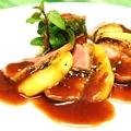 料理メニュー写真鴨ロース リンゴのソテー赤ワインソース ラタトゥーユ添え