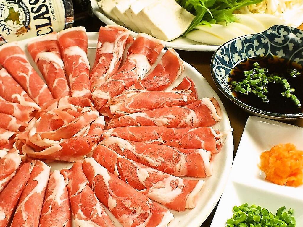 しゃぶしゃぶはラムと豚の2種類をご用意!たっぷり野菜と特製ポン酢でどうぞ!