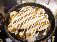 山芋とプリプリ海老の鉄板焼きチーズのせお好み焼き風