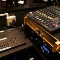 【プロ仕様の音響照明機器】手品家の本格的なマジック、演出の魅力を最大限まで引き出せるようプロ仕様の音響照明を設置♪細かい設定など事前にご相談下さい☆