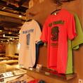 店頭ではオリジナルキャラクターのグッズを販売♪カラフルな色のTシャツは全5種類ご用意しております!!お友達とお揃いで着たり、お土産にとってもおすすめです★※Tシャツは1枚 1500円(税抜)で販売中!!