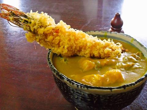 スパイスが効いて麺とよくからむ自慢のカレーうどんは。やみつきになる美味しさ!