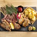 料理メニュー写真名物4種 肉肉肉盛り合わせ