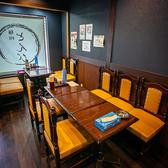 4名様でご利用できるテーブル席は1卓ご用意。6名テーブルも合わせて最大10名様でご利用可能です。