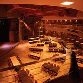 11mの吹き抜け空間。2・3階合わせて最大600名様まで収容可能。