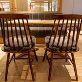 お友達同士のカジュアルなランチはもちろん、ちょっとしたティータイムから少し早めのディナーまで幅広いシーンでご利用いただけるベーシックなテーブル席。ふわふわのクッションがうれしい★