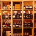 【ワインが豊富★お食事に合わせて…】お店自慢の厳選ワインがずらりと並ぶ店内♪どれにしようか迷ってしまったらお気軽にお声かけ下さい♪