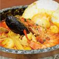 料理メニュー写真【HOT】(イタリア産鷹の爪ペペロンチーノピッコロ使用)(激辛)激辛海鮮石焼マーレトマト S