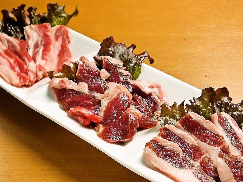 大人気のサフォークラム!三点盛りと一枚肉をご用意しております。柔らかい肉質はまさに絶品!