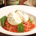 料理メニュー写真ブッラータチーズ丸1個のポモロード