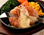 ≪丸ごとカマンベールの豚バラ包み焼き≫カマンベールチーズを豚肉で巻き外はカリッと中はトロトロ☆