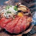 【多彩なアラカルト】当店自慢20種類以上の熟成肉のステーキの他に海鮮や旬食材をふんだんに使った一品料理などをご提供しております。シンプルでありながらも価値のある和食を是非ご堪能ください。