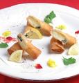 料理メニュー写真クリームチーズと大葉の春巻き