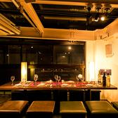 八重洲でお店をお探しの際はぜひ当店へ!煌びやかな照明が照らしだす壁に仕切られたプライベート個室席を完備しております。