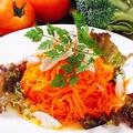 料理メニュー写真人参と鶏ササミのマリネサラダ